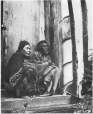 MP-0000.51 | Couple de la nation salish, C.-B., vers 1900 | Photographie | B. W. Leesan |  |
