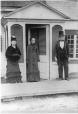 M21359.14 | Lalla, Caroline, and Ira Hart in front of the old homestead, Three Rivers, QC, about 1875 | Photograph | Anonyme - Anonymous |  |