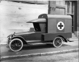 MP-0000.587.14 | Ambulance « Chalmers », Montréal, QC, vers 1920 | Photographie | Anonyme - Anonymous |  |