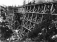 MP-0000.600.33 | Pont sur chevalets à North Bend, C.-B., vers 1885 | Photographie | Charles MacMunn |  |