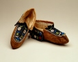 M10616.1-2 |  | Moccasins | Anonyme - Anonymous | Aboriginal: Iroquois | Eastern Woodlands