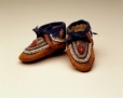 M10619 |  | Moccasins | Anonyme - Anonymous | Aboriginal: Iroquois | Eastern Woodlands