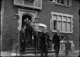 MP-1978.107.59 | Coffin leaving house, funeral, Montreal, QC, about 1930 | Photograph | Anonyme - Anonymous |  |