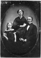 MP-1977.9.1 | Edwin Atwater, son épouse Lucy H. G. et leur fille Maria, vers 1845 | Photographie | Anonyme - Anonymous |  |