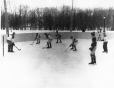 MP-1990.39.117 | Partie de hockey, vers 1935 | Photographie | Anonyme - Anonymous |  |