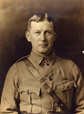 M968.354.1.2x | John McCrae, vers 1914 | Photographie | William Notman and Son |  |