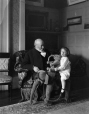 II-172901 | Sir William Van Horne et son petit-fils, Montréal, QC, 1909 | Photographie | Wm. Notman & Son |  |