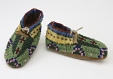 M2006.48.9.1-2 |  | Moccasins | Anonyme - Anonymous | Aboriginal: Arapaho or Oceti Sakowin | Central Plains