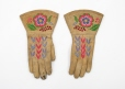 M5009.0-1 |  | Gloves | Anonyme - Anonymous | Aboriginal: Western Cree or Métis | Western Subarctic