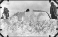 MP-1984.126.159 | The second stage of building an igloo, 1920 (?) | Photograph | Anonyme - Anonymous |  |