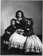 I-4231 | Edith, Jessie et Amy Brehan, Montréal, QC, 1862 | Photographie | William Notman (1826-1891) |  |