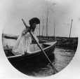 II-175591.0 | Girl in rowboat, copied for G. Drinkwater in 1909 | Photograph | Anonyme - Anonymous |  |