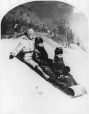 VIEW-1025.1 | Robert Summerhayes et deux dames, en toboggan, Montréal, QC, vers 1875 | Photographie | William Notman (1826-1891) |  |