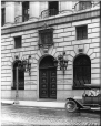 VIEW-15258 | Entrée, Bank of British North America, Montréal, QC, 1915 | Photographie | Wm. Notman & Son |  |