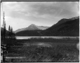 VIEW-1645 | Le lac Kicking Horse en direction ouest, Hector, C.-B., 1887 | Photographie | William McFarlane Notman |  |