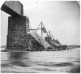 VIEW-7573.0 | Vue du pilier no 13 montrant le courant du fleuve, pont Victoria, Montréal, QC, 1859 | Photographie | William Notman (1826-1891) |  |
